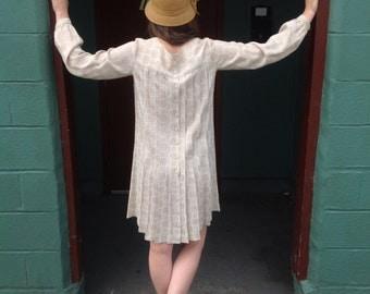 Authentic Vintage Pleated Dress // 20's 30's // Button Down Back // Above the Knee Dress // Subtle Beige Pattern // Mod