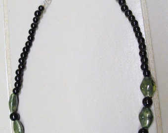 GREEN CERAMIC NECKLACE
