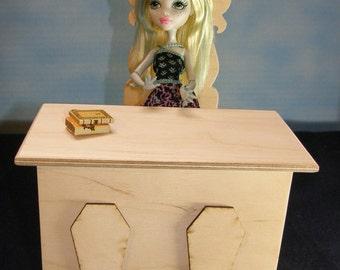 Teachers desk Monster High unfinished
