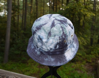 Adult tie dyed bucket hat in black and gray