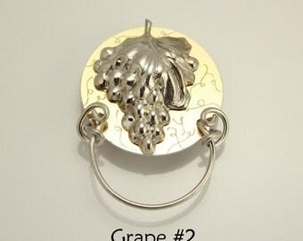 Magnetic Eyeglass Holder Grape and Engraved Vines