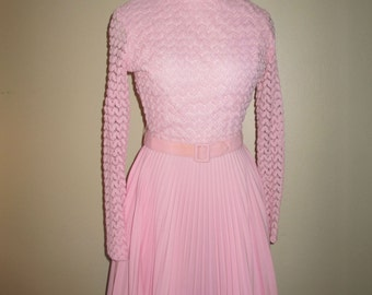 1960s Pink Princess Dress beautiful vintage with pleated skirt and long sleeves Size XS - Small