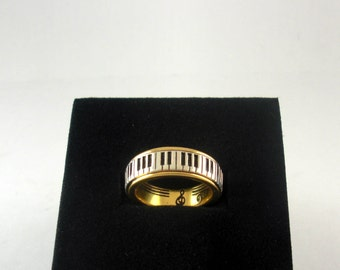 Piano Ring, 18ct gold with silver keys