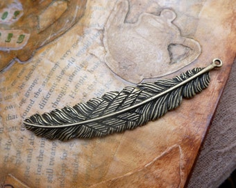 1x Feather Charm, Antique Brass Pendants Necklace findings C496