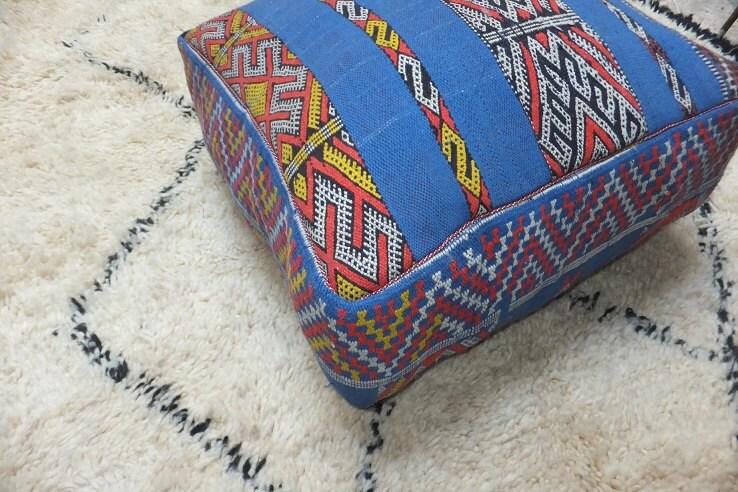 coussin de sol grand pouf vintage kilim berb re par boutiquemaroc. Black Bedroom Furniture Sets. Home Design Ideas