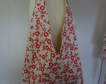 Cream with red flowers triangular shoulder bag, Triangle bag. Item No. LDC0106