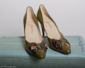 Olive Green 1940's Vintage Womens Dress Shoe with Snakeskin Bows, Size 7.5N