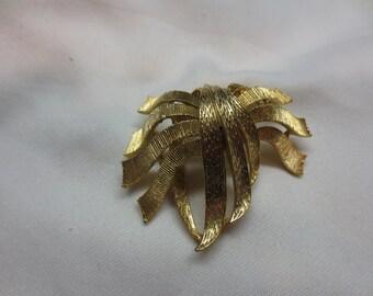 Vintage Usner Brooch Gold Ribbons Make a Bow
