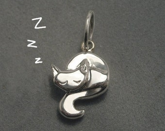 Sleeping cat pendant - Sterling silver