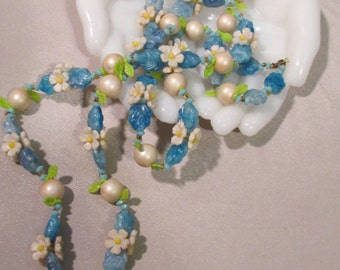 Vintage 1940's Plastic Bead Necklace with Daisy's and Pearls