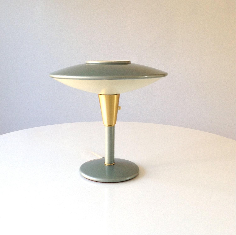 mid century modern ufo dazor desk lamp model 2055. Black Bedroom Furniture Sets. Home Design Ideas