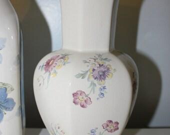 Vintage purple flower vase item 705