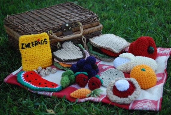 Let's have a picnic with this fun crochet toy food!