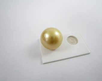 Natural Authentic South Sea Golden Pearl 13.8mm Round Shape Brilliant Luster