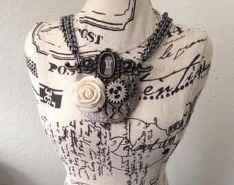 Steampunk gears beige rose necklace