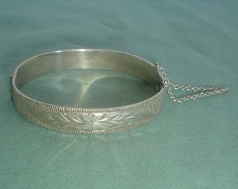 Silver bangle sterling bark effect hallmarked Birmingham 1971 vintage hinged 70s opens
