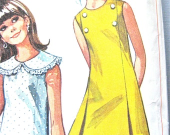 Simplicity 7493 dress pattern from the 1960s    Bust 32 inches