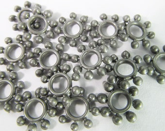 40 Vintage 10mm Matte Gunmetal Silver Plastic Flower Beads Bd988