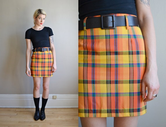 Vtg 90s PLAID schoolgirl high waist mini skirt // fitted
