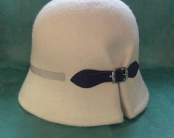 Doune - Ivory White Felt Cloche Hat, women cloche hat, vintage style hat, winter wool felt hat, winter hat, christmas gift