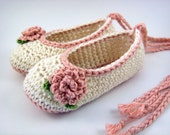 Cream Baby Girl Booties - flower baby shoes, crochet baby shoes, flower booties, newborn girl, crochet baby booties