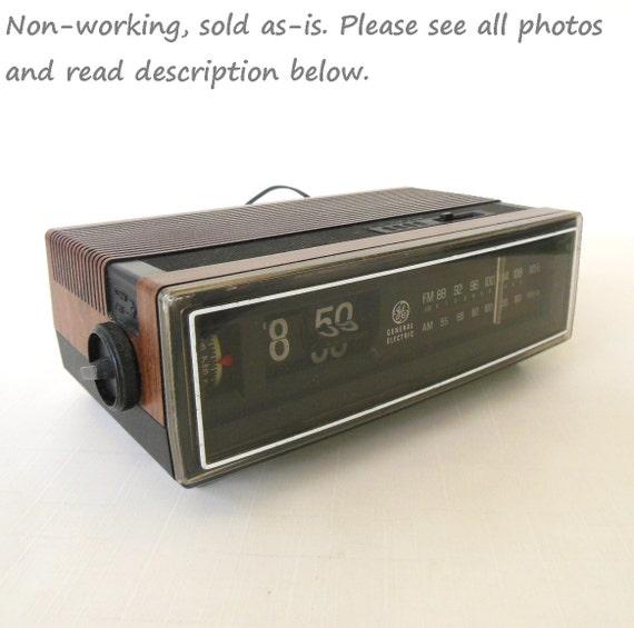 wood grain ge flip number alarm clock radio 7 4305f general. Black Bedroom Furniture Sets. Home Design Ideas