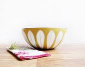 "Excellent 9.5"" Cathrineholm Enamel Lotus Bowl in Mustard Yellow / Olive Green / Vintage Scandinavian Design / Norway / Mid Century Modern"
