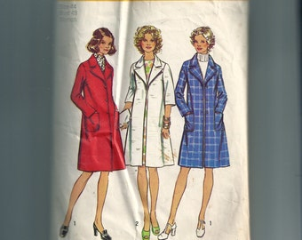 Simplicity  Misses'  and Women's Coat Pattern 5526
