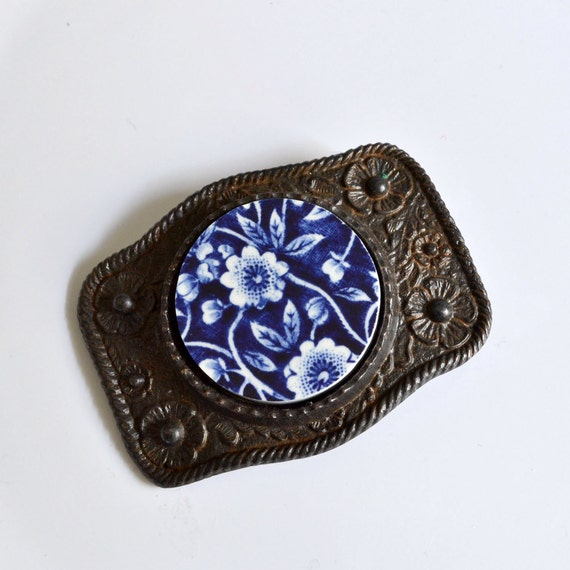 Simple Circle Recycled China Belt Buckle - Blue Calico