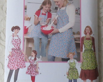 Simplicity 3949 Apron Pattern for Misses and Child, Size A Small, Med, Lg