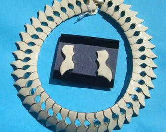 Stunning Vintage Geometric Off White Enamel and Gold Choker Collar and Earrings Set Lot 205