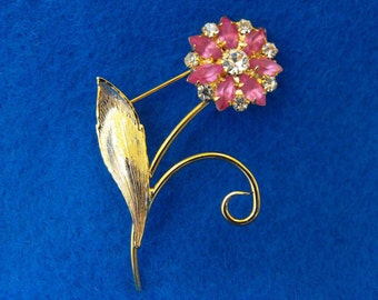 Vintage Brooch, Juliana-Style, Hot Pink Daisy, Yellow Gold Plated, ca 1970s NT-1336