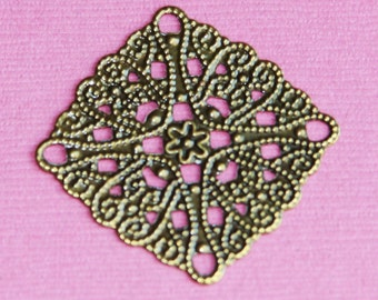 10 pcs of Antiqued brass filigree square 28mm