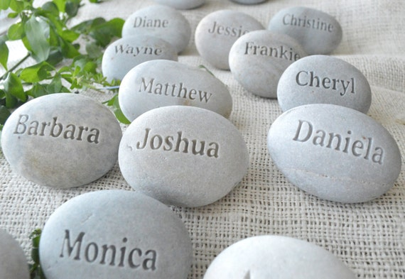 Bridal party gifts - place setting and wedding favors , personalized guest gifts - Set of 10 engraved stones - Unique wedding favor