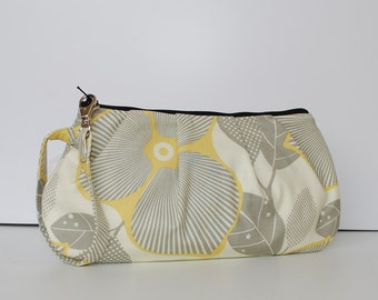 Pleated Wristlet Zipper Pouch // Clutch - Optic Blossom in Linen