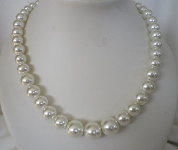 Ivory White Graduated Pearl Necklace and Earrings