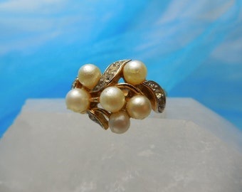 Vintage Avon Ring with  Pearls and Rhinestone Size 7