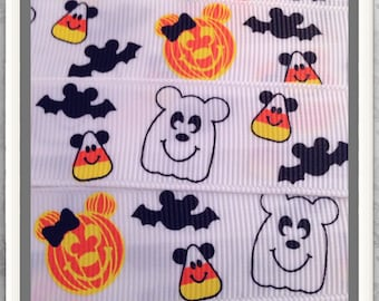 "Mouse Ears on Pumpkins Candy Corn & Bats w/ Ghost 5 yds 7/8"" on white"
