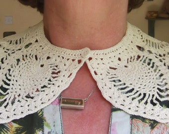 Elegant Cream Crochet Collar