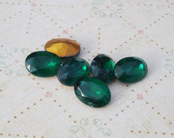 Vintage 14x10mm Czech Emerald Green Flawed Gold Foiled Pointed Back Oval Glass Jewels or Cabs (6 pieces)