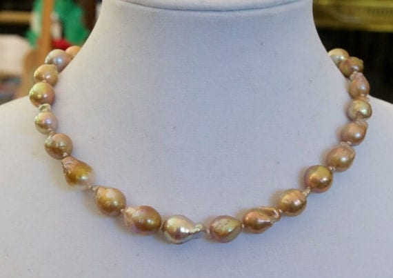 Pondslime Flameball Pearl necklace