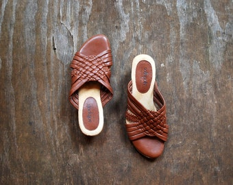 Vintage woven leather sandals / Brown leather SOFT SPOT wedges