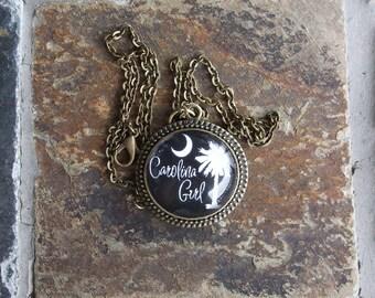 Carolina Girl - glass pendant with chain