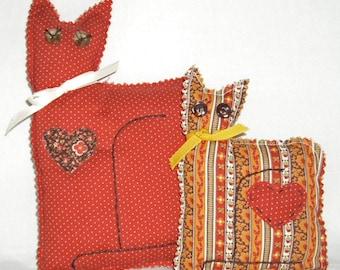 MINI CAT PILLOWS in Vintage Cotton Calicos