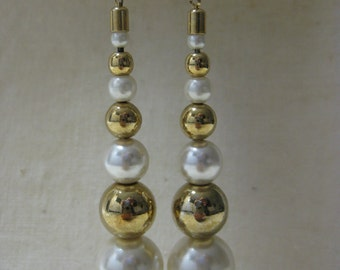 Pearl Gold Earrings Pierced Post Dangle White Vintage