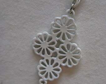 White Enamel Chain Filigree Necklace Vintage