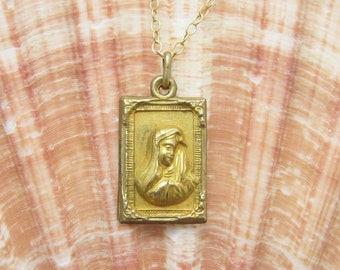 Vintage Madonna Pendant Necklace Medal Antique Jewelry N5701