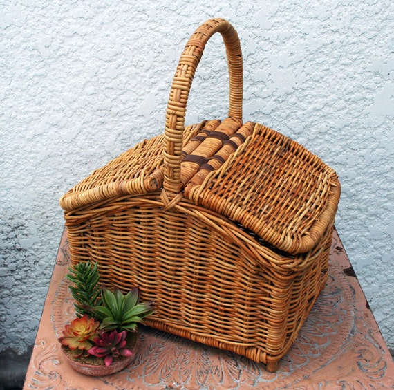Woven Basket With Hinged Lid : Heavy duty wicker picnic basket double hinged lid leather