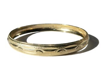 Vintage Gold Bangle Bracelet, Gold Cut Bracelet, Machine Cut Metal Bangle, Gold Tone Bangle, 1980s Glam Rock Bracelet, Gold Costume Jewelry