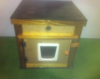 LARGE heated  CAT HOUSE /2 doors, bed, shelter, sanctuary